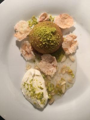 Rosen-Pistazien-Dessert