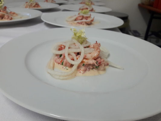 Flusskrebssalat mit eingelegtem Rettich