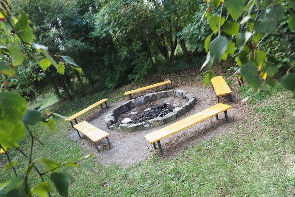 Gelände – Feuerstelle