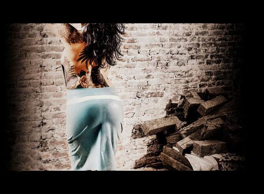 Backless 3/4 dress