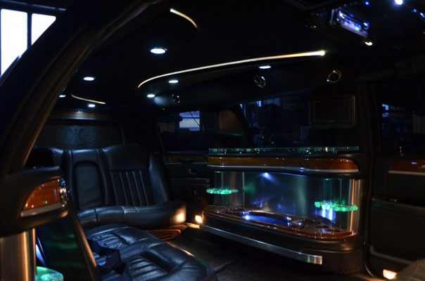 gold limousine mieten rent a classic car oldtimervermietung. Black Bedroom Furniture Sets. Home Design Ideas