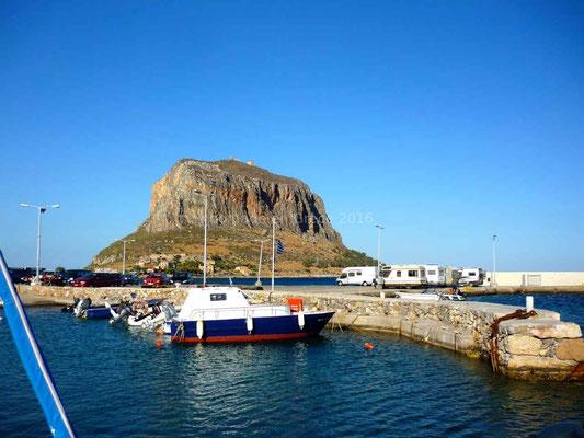 Notre bivouac entre le port de Géfyra et le rocher de Monemvassia