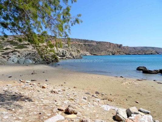 Jolie plage déserte à Itanos