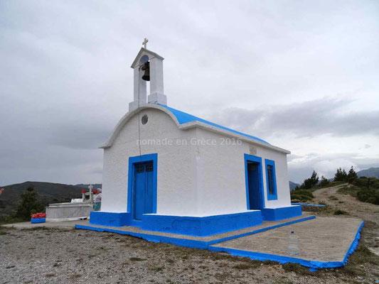 La chapelle au sommet du col