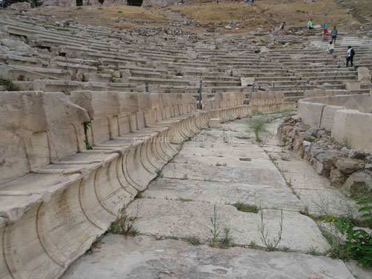 Détail des sièges des notables dans le théâtre de Dyonisos (Acropole)