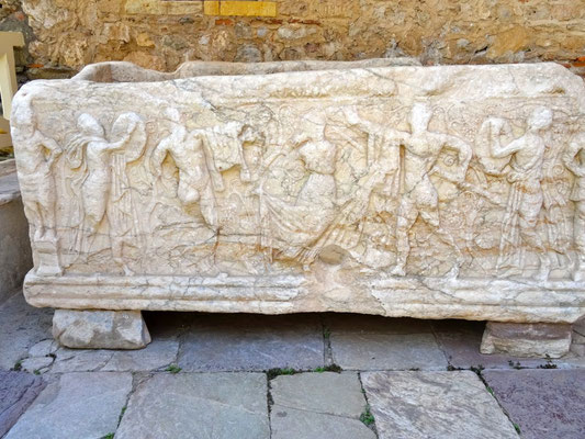 Mystras - Sarcophage aux Bacchantes