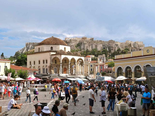 La place Monastiraki avec l'Acropole en toile de fond