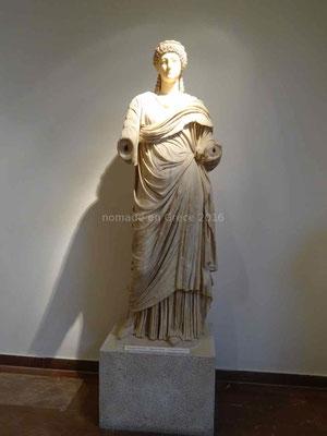 Statue de Poppée, en marbre.