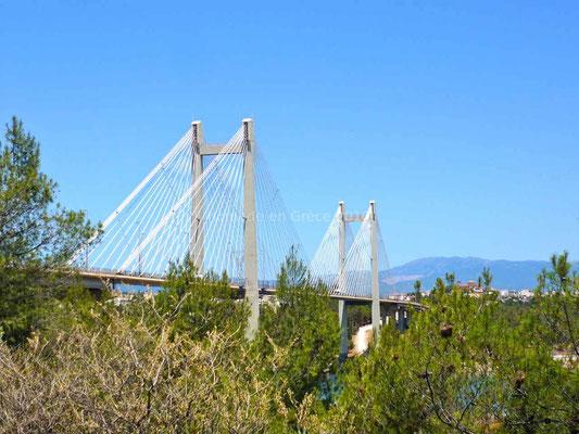 Le nouveau pont pour accéder à l'île d'Eubée.