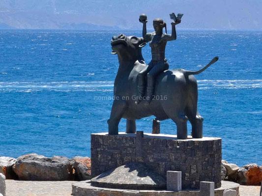 La statue d'Europe chevauchant Zeus transformé en taureau pour la séduire