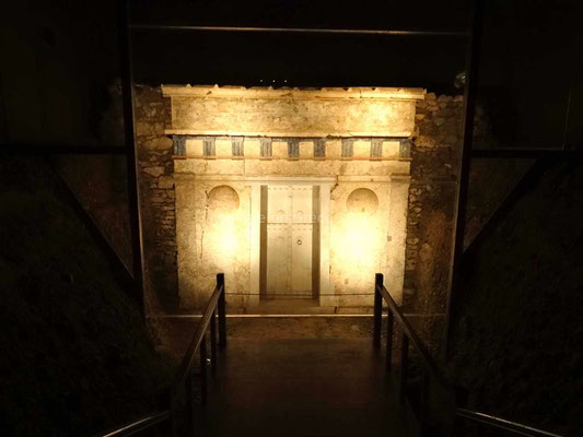 La porte du tombeau de Philippe de Macédoine