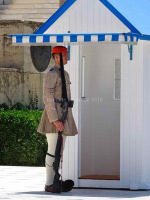 Un garde du parlement: l'evzone