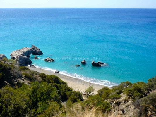 Petite plage entre les rochers