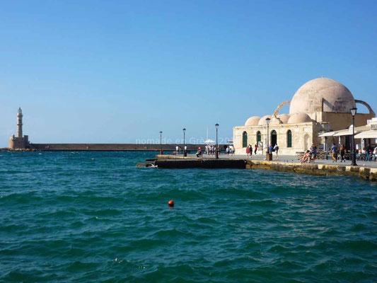 Le phare et l'ancienne mosquée