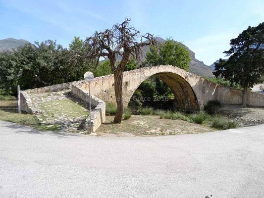 Pont vénitien à proximité de l'ancien monastère
