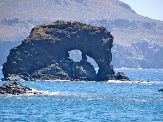 Ce rocher fait penser à un éléphant qui boirait dans la mer