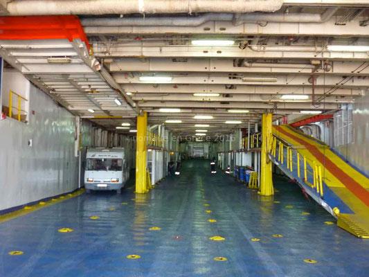 Il n'y a vraiment pas beaucoup de monde dans le ferry!
