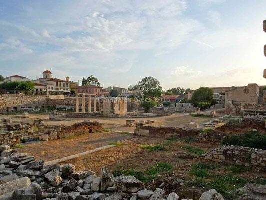 Dans Athènes de nombreux vestiges sont disséminés