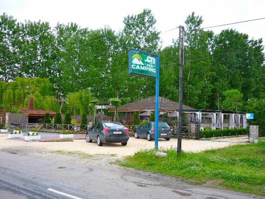Entrée du camping et restaurant