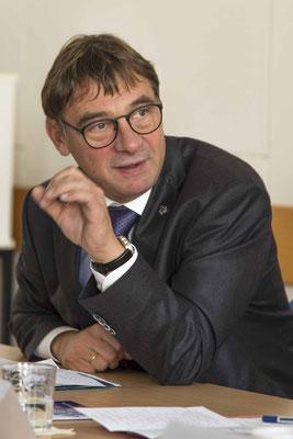 Kirchenpräsident Dr. Dr. h.c. Volker Jung