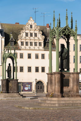Der Marktplatz mit den Denkmälern von Luther und Melanchton