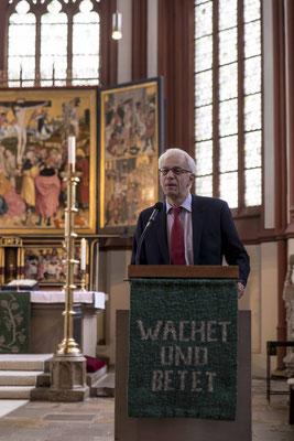 Propst Helmut Wöllenstein begrüßte die Pfarrerinnen und Pfarrer in der Kilianskirche mit einer Andacht (Foto: Karl-Günter Balzer)