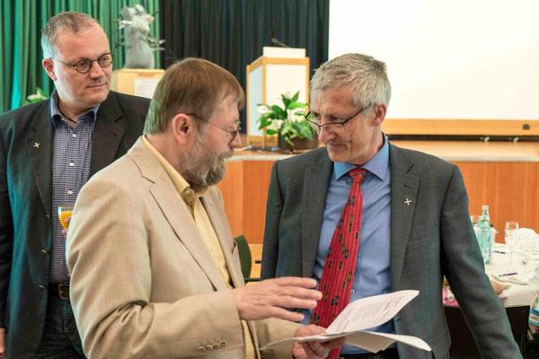 Dr. Alfred Fleissner, Dr. Jochen Gerlach und im Hintergrund schaut Kollege Ralf Weidner
