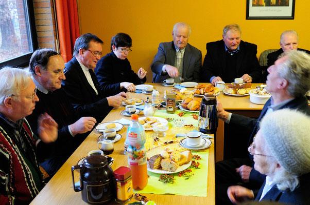Hein in der Gemeinschaft: Kaffee, Grüße, Gebet