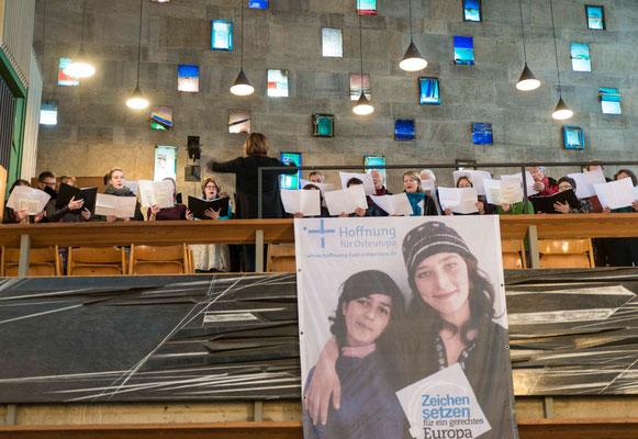 Die Kantorei der Petrusgemeinde unter Leitung von Kantorin Marina Segorski