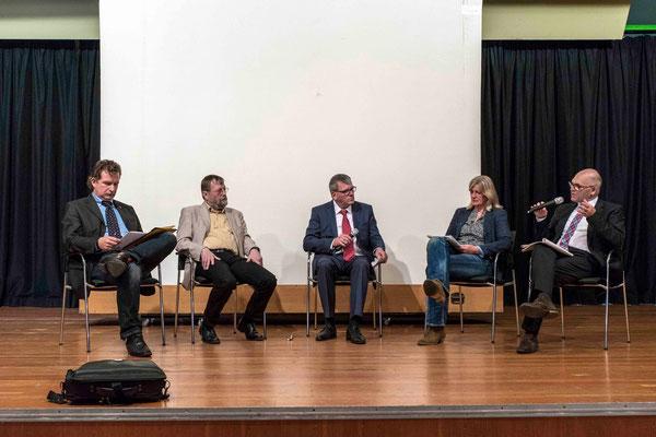 Podiumsdiskussion mit Jörg Schönfelder (v.l.n.r.), Alfred Fleissner, Moderator Hartmut Schneider, Beate Friedrich und Uwe Kemper