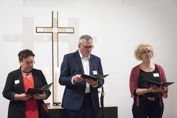 Fürbitten: Helga Nuhn (Sekretariat), Hartmut Schneider und Christina Meibohm