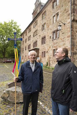Propst Helmut Wöllenstein (links) eröffnete die Landeskirchenmusiktage. Pfarrer Dr. Oliver Schmalz Organisierte die Veranstaltung im Vorfeld mit.