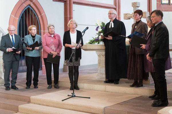 Ein Vertreter oder eine Vertreterin aus jedem Kirchenkreis betete zusammen mit Wöllenstein die Fürbitten