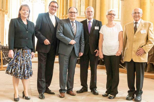 Dekanin Petra Hegmann (v.l.n.r), Bischof Prof. Dr. Hein, Direktor Uwe Brückmann, Leitender Forstamtsdirektor (Klosterfreunde), Pfarrerin Beate Ehlert, Wilhelm Helbig (Vorsitzender der Klosterfreunde)