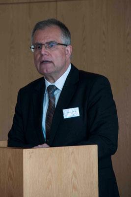 Grußwort von Jürgen Mathuis, Vorstandssprecher der Versicherer im Raum der Kirchen, die die Bonner Studie mitfinanziert haben.