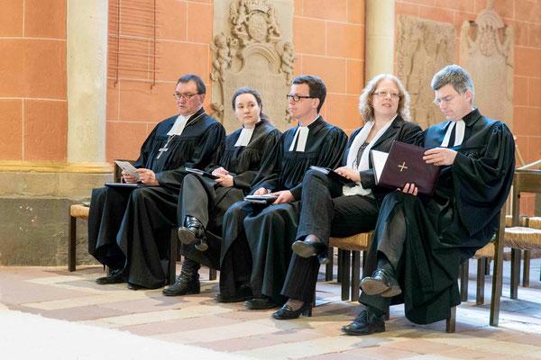 Bischof Prof. Dr. Martin Hein (v.l.n.r.), Pfarrerin Svenja Neumann, Vikar Matthias Westerweg, Predigerin Melanie Zollfrank und Pfr. Dr. Matthias Franz