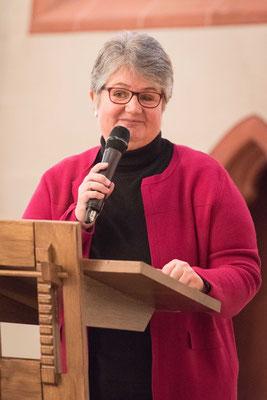 Gemeindepfarrerin Anke Zimmermann begrüßte die Gemeinde und lud zum Empfang der Landeskirche