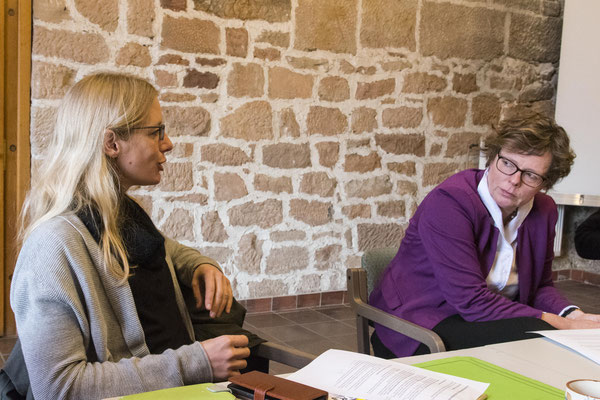 Projektleiterin Beate Hartmann und Bischöfin Prof. Dr. Beate Hofmann