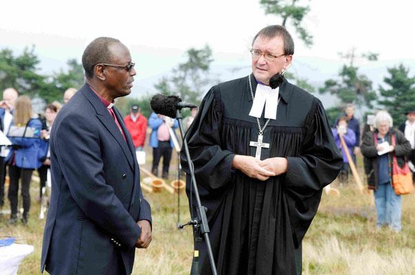 Grußwort Erzbischof Bernard  Ntahoturi, Burundi,  Übersetzung durch Bischof Hein