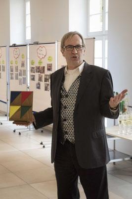 Uwe Jakubczyik unterhielt die Gäste in den Pausen mit Zauberkunststücken