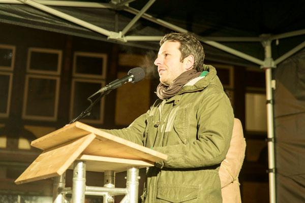 Stadtverordneter Marco Neze warf der CSU Schäbigkeit vor, weil sie eine Verschärfung des Asylrechts fordert