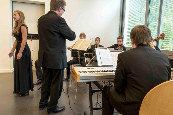 Schülerin Annika Wandersee  und das Kammerorchester des Gymnasium Philippinum, Marburg