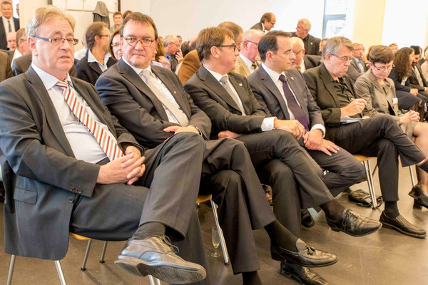 Oberbürgermeister Egon Vaupel (v.l.n.r.), Hein, Jung, Lorz, Arnd Brummer, Chefredakteur von Chrismon, Neebe