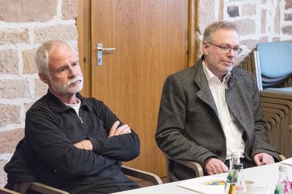 Dr. Johannes Becker (Konfliktforschung Uni Marburg) und Dekan Burkhard zur Nieden