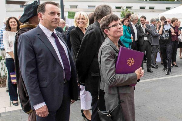 Kultusminister Lorz, Neebe