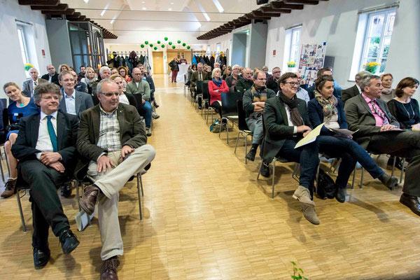 1. Reihe: Dr. Franz Kahle (v.l.n.r.), Diakoniepfarrer Ulrich Kling-Böhm, Wolfgang Schmidt-Rosengarten, Kirsten Fründt, Christian Somogy, Handan Özgüven