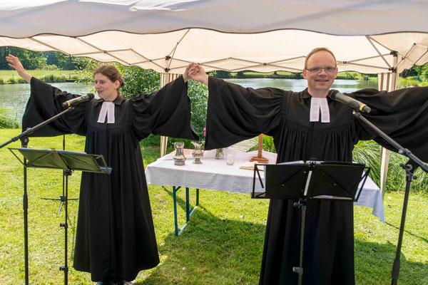 Dialogpredigt mit Gesten: Pfarrerin Anja Fülling und Pfarrer Matthias Weidenhagen