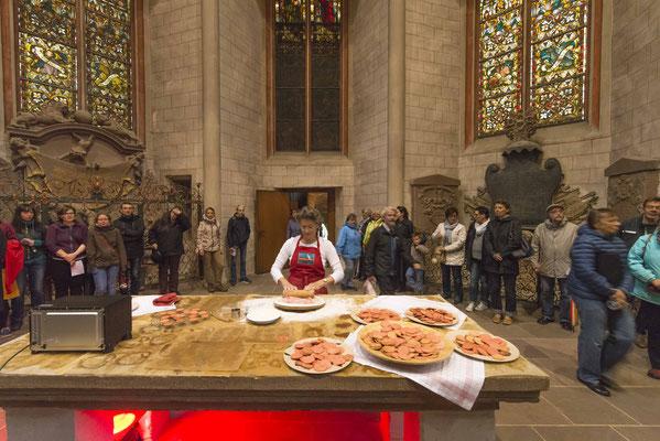 Die Künstlerin Gabi Erne empfing die Gemeinde in der Lutherischen Pfarrkirche mit der Süße der Morgenröte