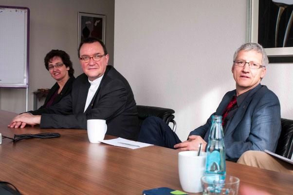 Dekanin Eva Brinke-Kriebel, Bischof Dr. Martin Hein, Pfarrer Dr. Jochen Gerlach