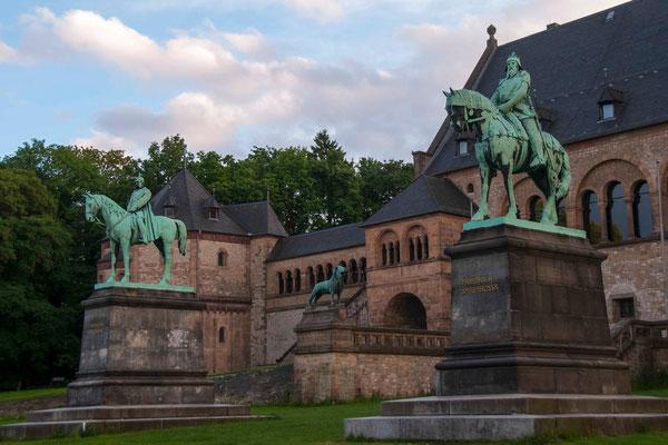 Kaiserpfalz mit Standbildern